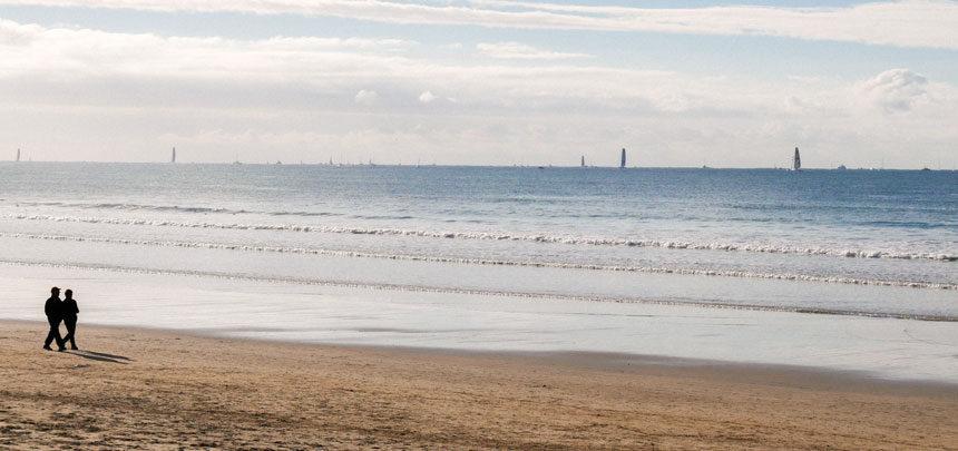 Le départ vu depuis la plage des Sables d'Olonne