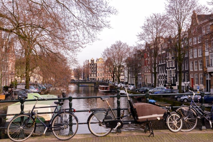 Vue d'un canal d'Amsterdam