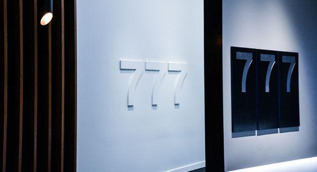 configuration center Boeing 777