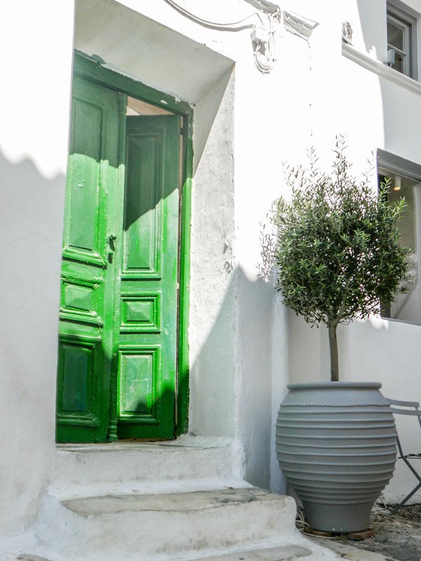 Porte dans les rues de Chora à Mykonos