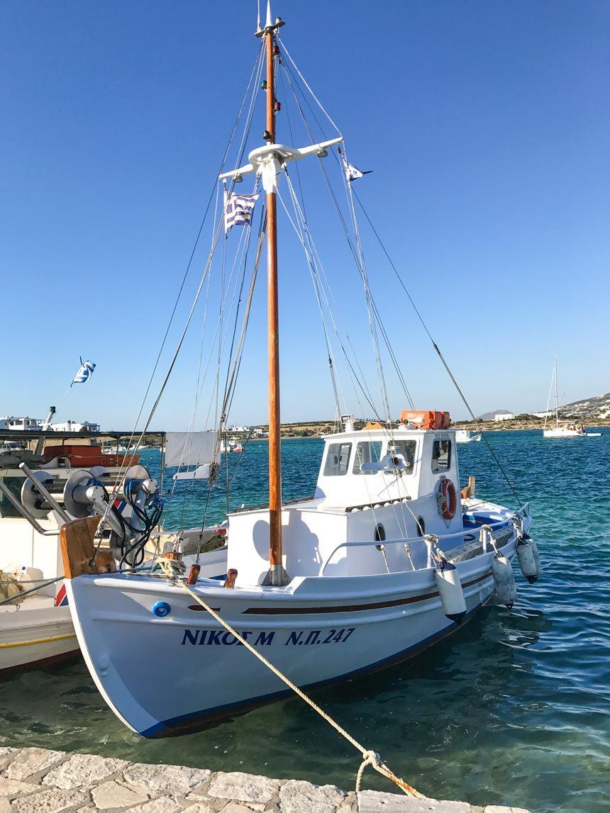 Un des bateaux du port d'Antipapes