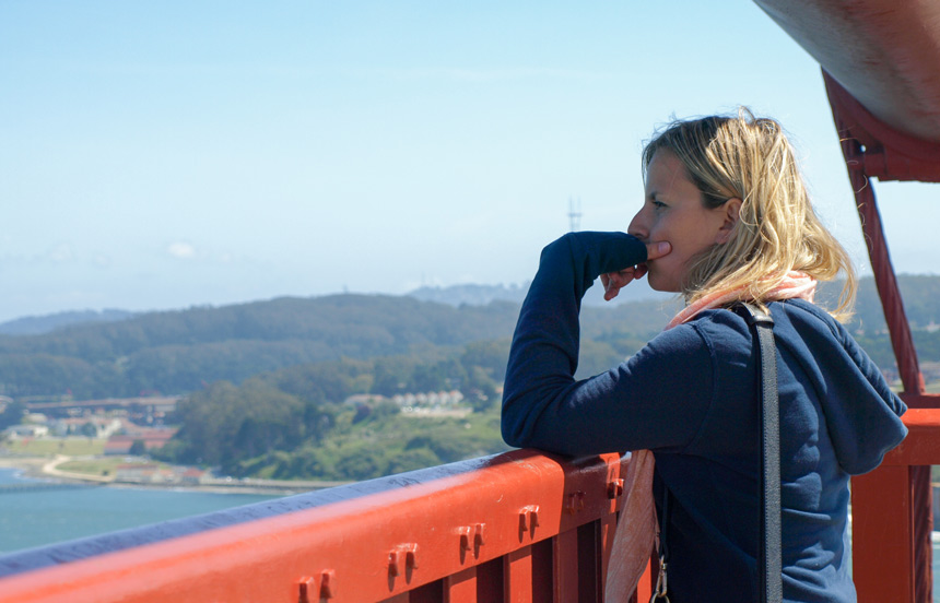 Alice sur le pont du Golden Gate