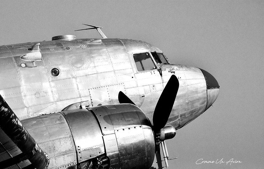 DC3-noir-et-banc-comme-un-avion